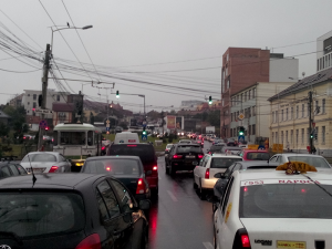 Soluționarea blocajului din traficul clujean este o prioritate dle. Boc, campania electorală a Elenei Udrea NU!
