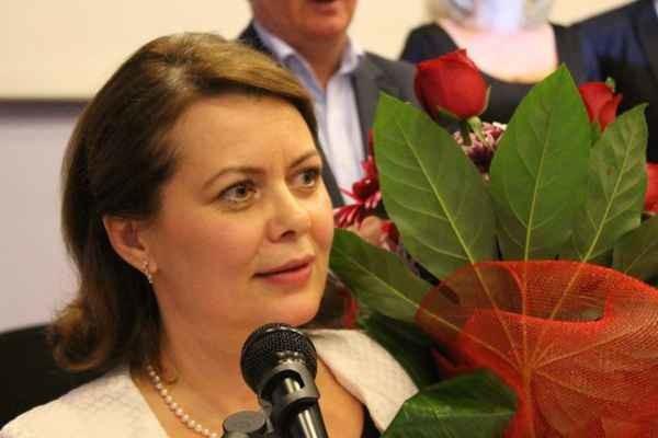 Aurelia Cristea îl interpelează pe Dacian Cioloș despre neregulile guvernamentale în materie de tutun.